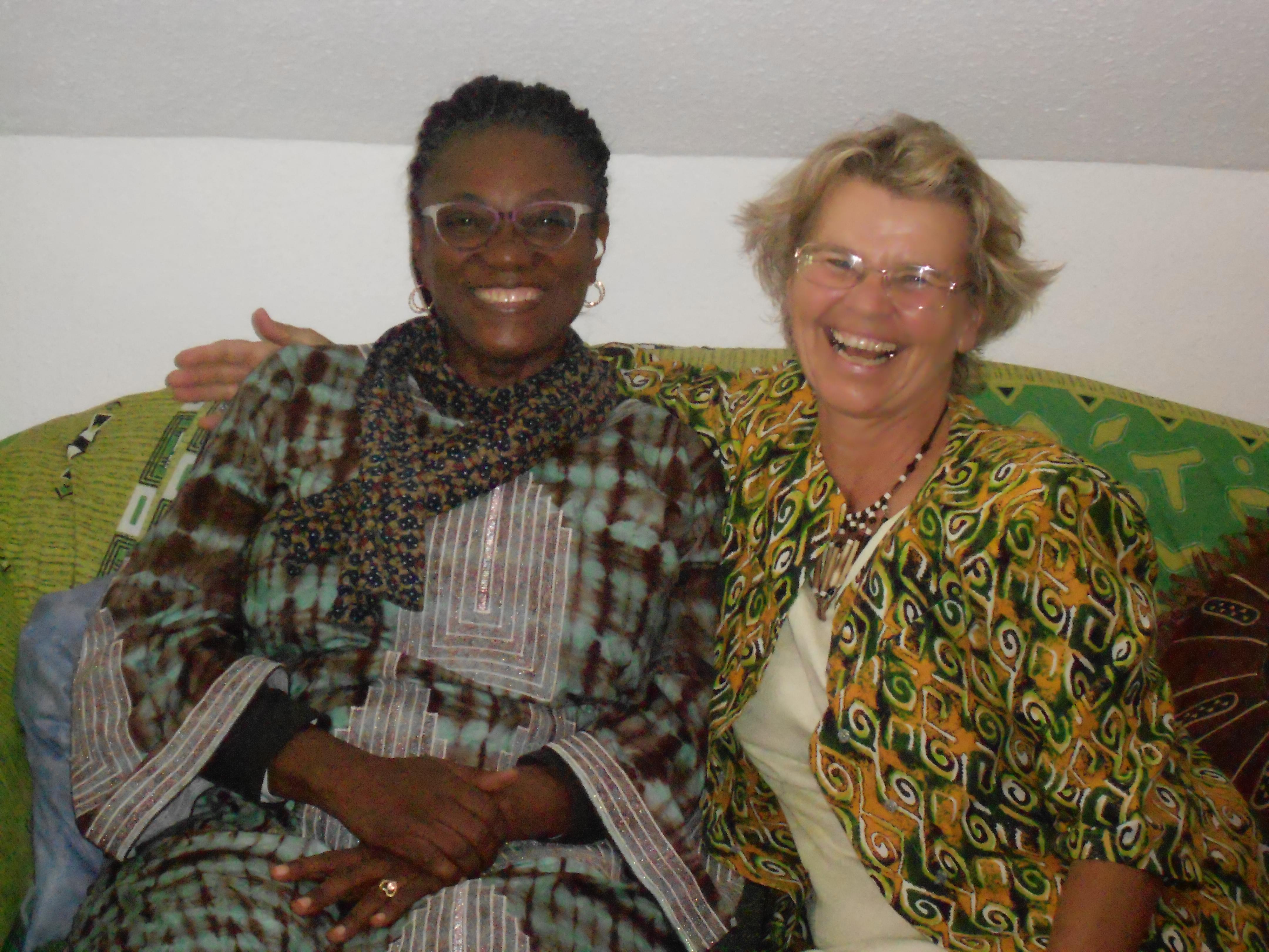 Die beiden Gründerinnen der Stiftung: Patience Mollè Lobe und Dr. Reginamaria Eder