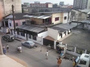 Die Schneiderwerkstatt vom gegenüber liegenden Gebäude aus fotographiert