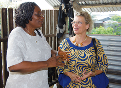 Patience Mollè Lobè und Dr. Reginamaria Eder, auf deren Initiative die Stiftung zurück geht